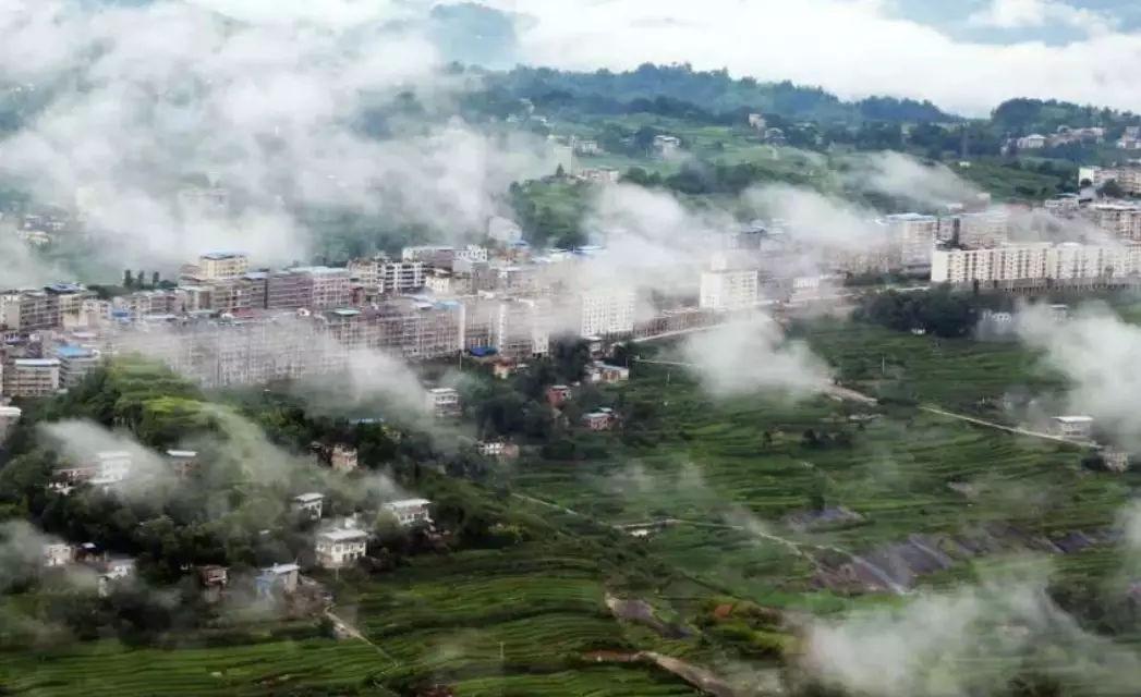 距重庆主城300km,万州城区28km,云阳新县城15km.图片