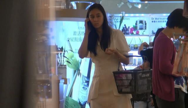 赌王小女儿香港购物独自一人行踪低调只买平价护肤品