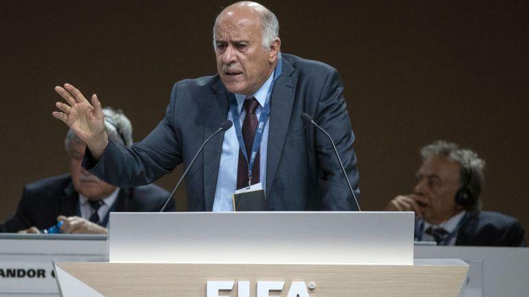 巴勒斯坦足协主席受处分_曾号召球迷烧梅西照片