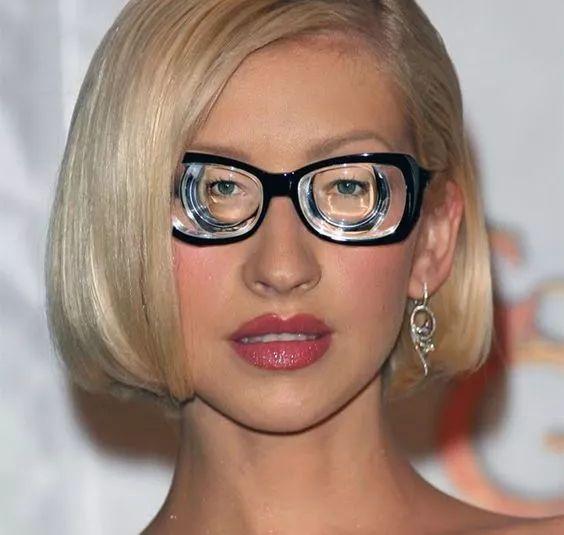 高度近视眼镜框_摘掉眼镜秒变美女,原来这样的言情剧情真的存在!