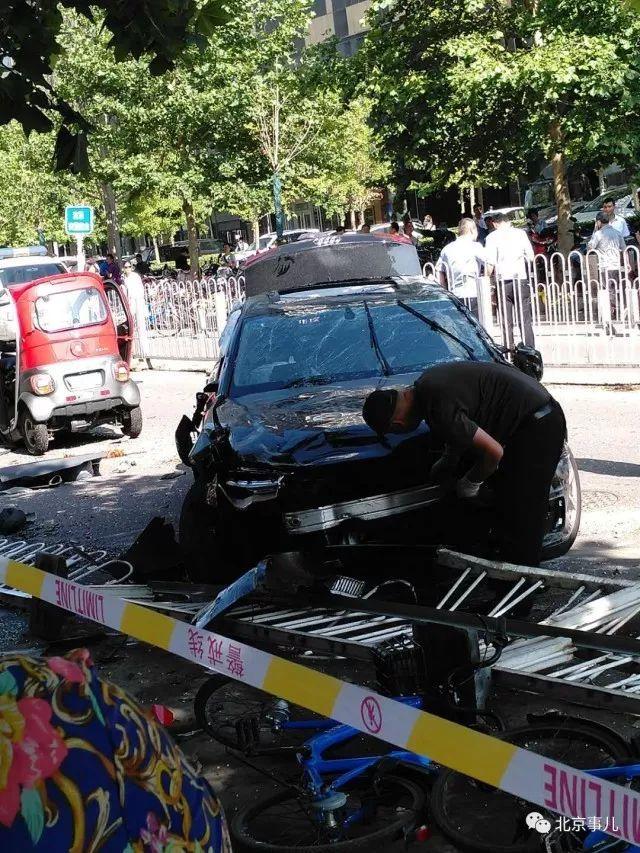 北京某高官儿子车祸_2死3伤!北京街头发生严重车祸,肇事奥迪司机无证驾驶!