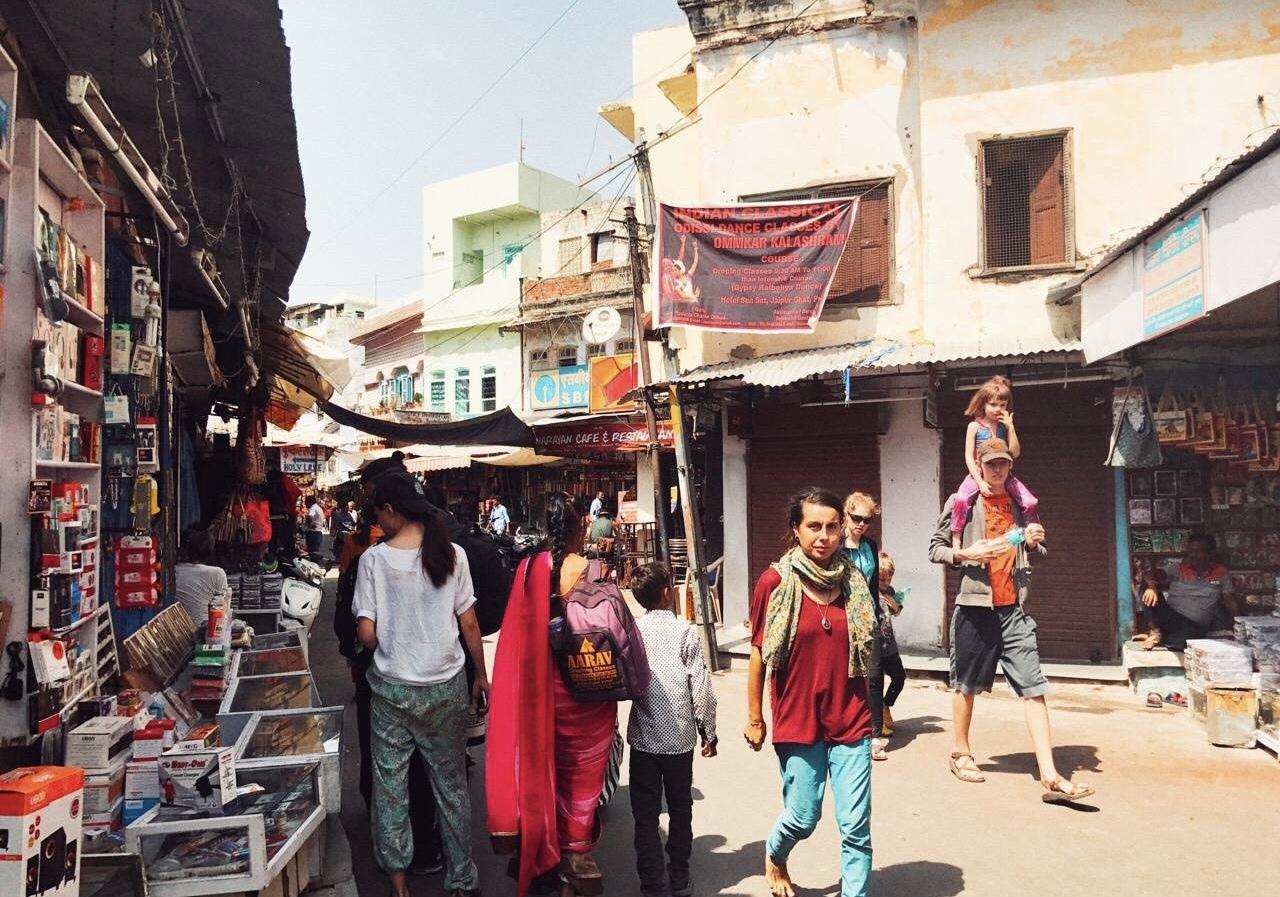 洒红节,印度男人发狂的节日, 女性游客被揩油的高峰期