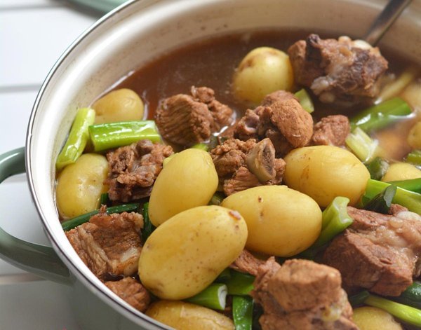 儿童营养午餐食谱推荐:小土豆炖排骨的做法 省
