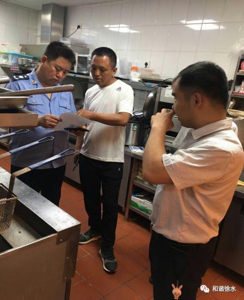 徐水区市场监督管理局夜查餐饮服务单位,目前整改规范22家,责令停业整顿5家