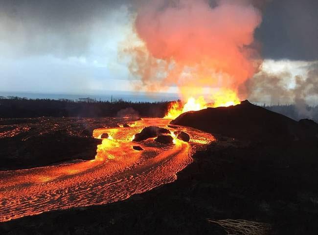 夏威夷火山喷出宝石雨...