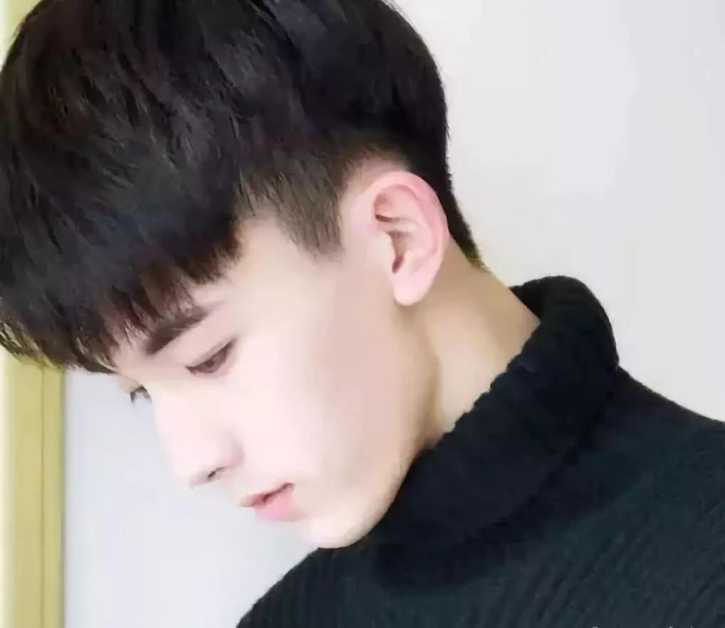 长刘海发型男