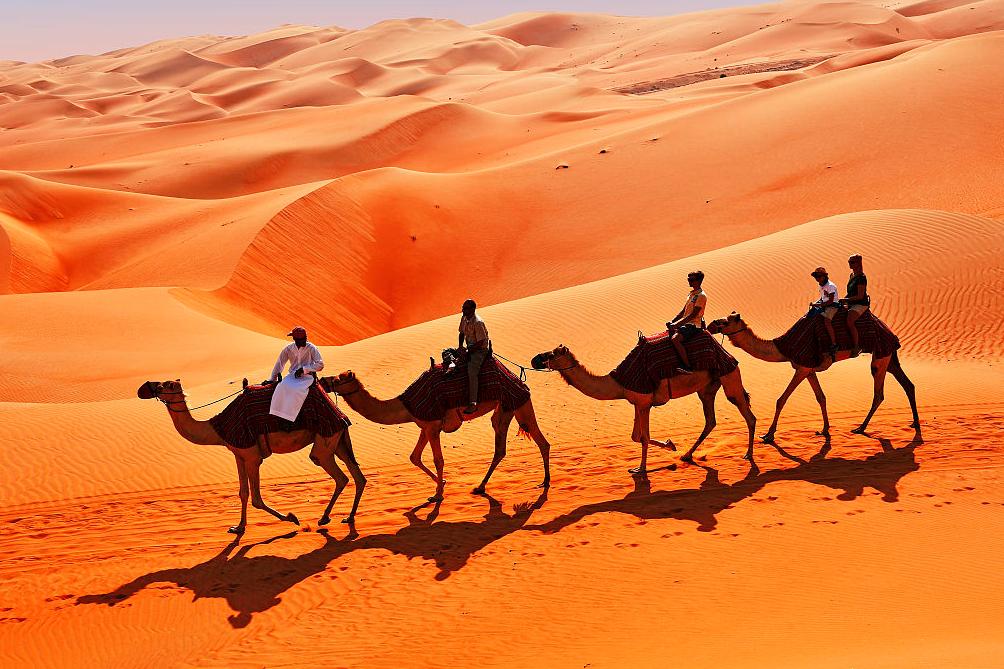 世界上最干燥的阿拉伯沙漠,竟然出现了湖泊!