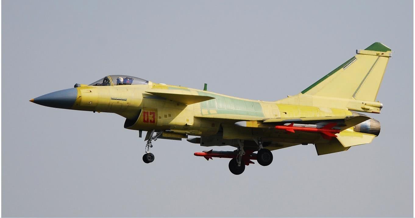 7g,而f16有6g,差距巨大 而成飞的歼10,从内到外都积极进取,气动,控制图片