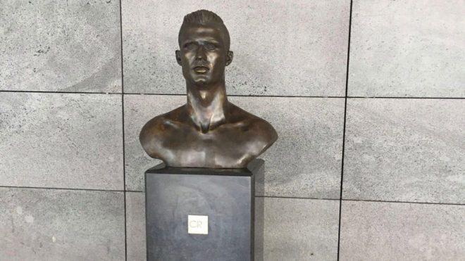 太魔性了!C罗雕像遭更换 3.0版本亮相家乡机场