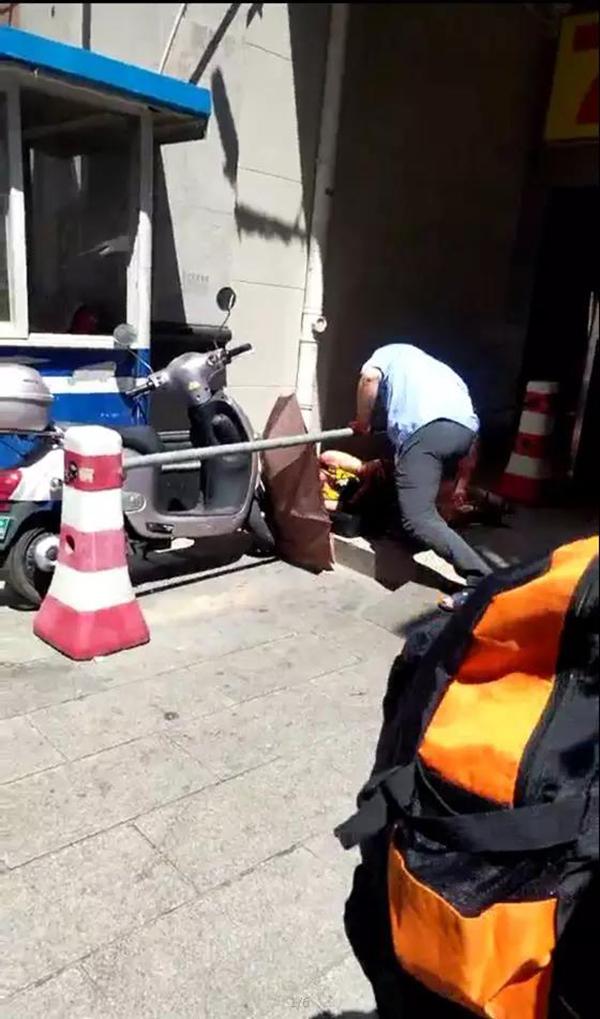 广西玉林警方:一保安借给身边女子三百万,多次催债未果将其打伤