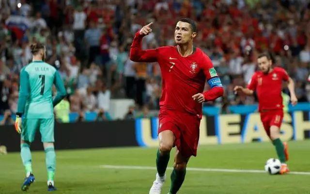 """世界杯赛场出现""""c罗欢迎你来中超""""横幅,这玩笑开大了!图片"""