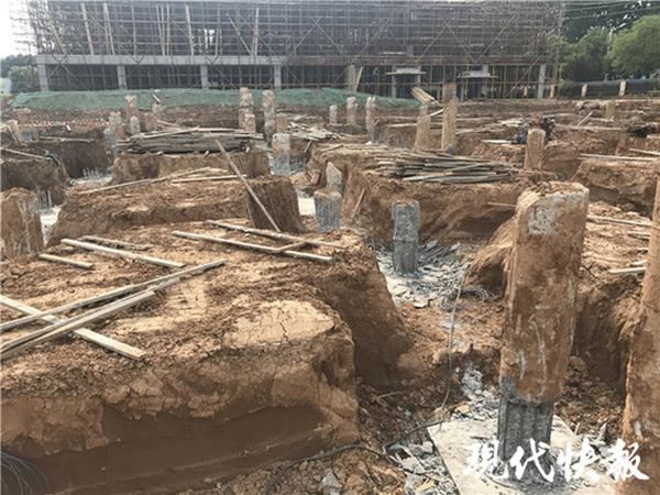 """南京工地工人意外被破桩砸身亡:混凝土桩竟是""""黄土芯"""""""