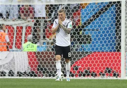 假装看过球丨德国竟然输了,巴西竟然平了,突然觉得昨天对阿根廷应该宽容一点