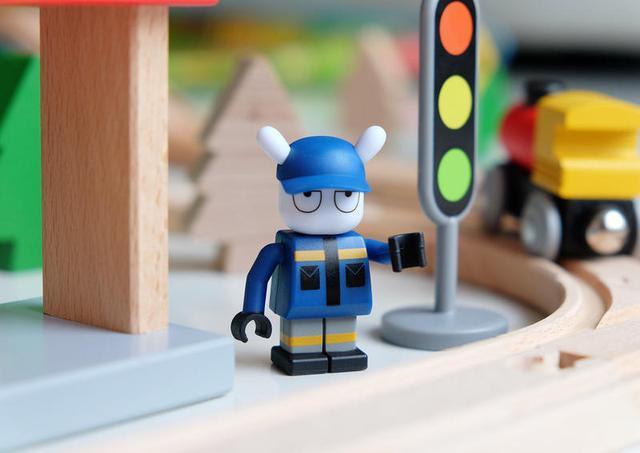 小鸟大卖场不仅仅摆着乐高积木,这款米兔轨道玩具更受a小鸟商城玩具车图片