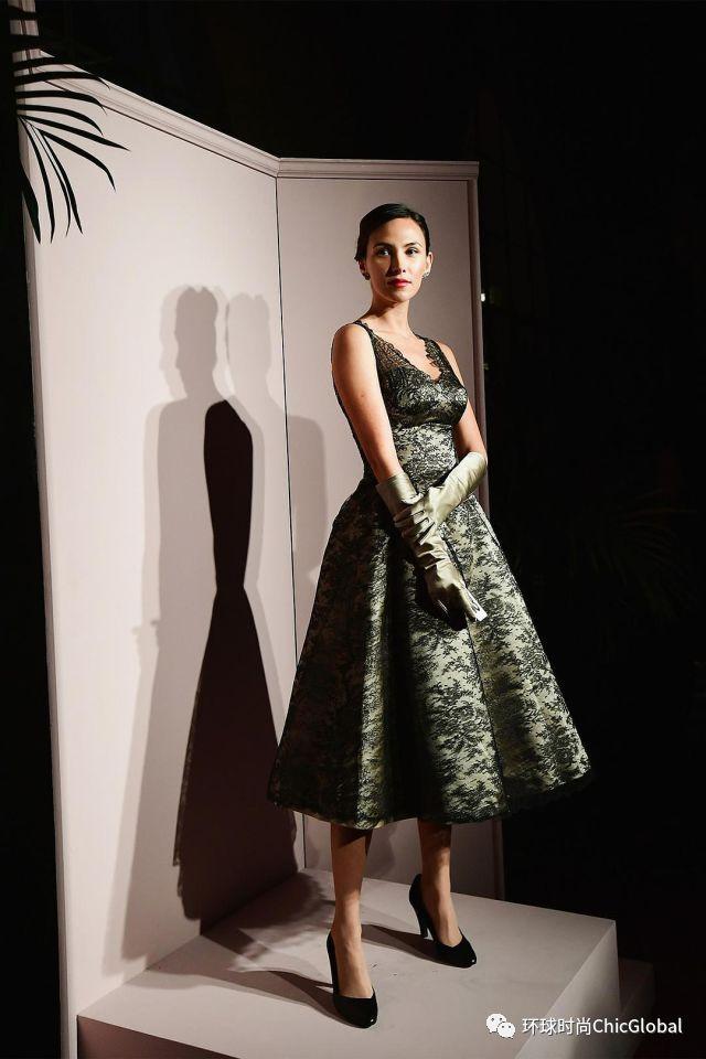 《魅影缝匠》中的一针一线,对高级礼服的极致追求