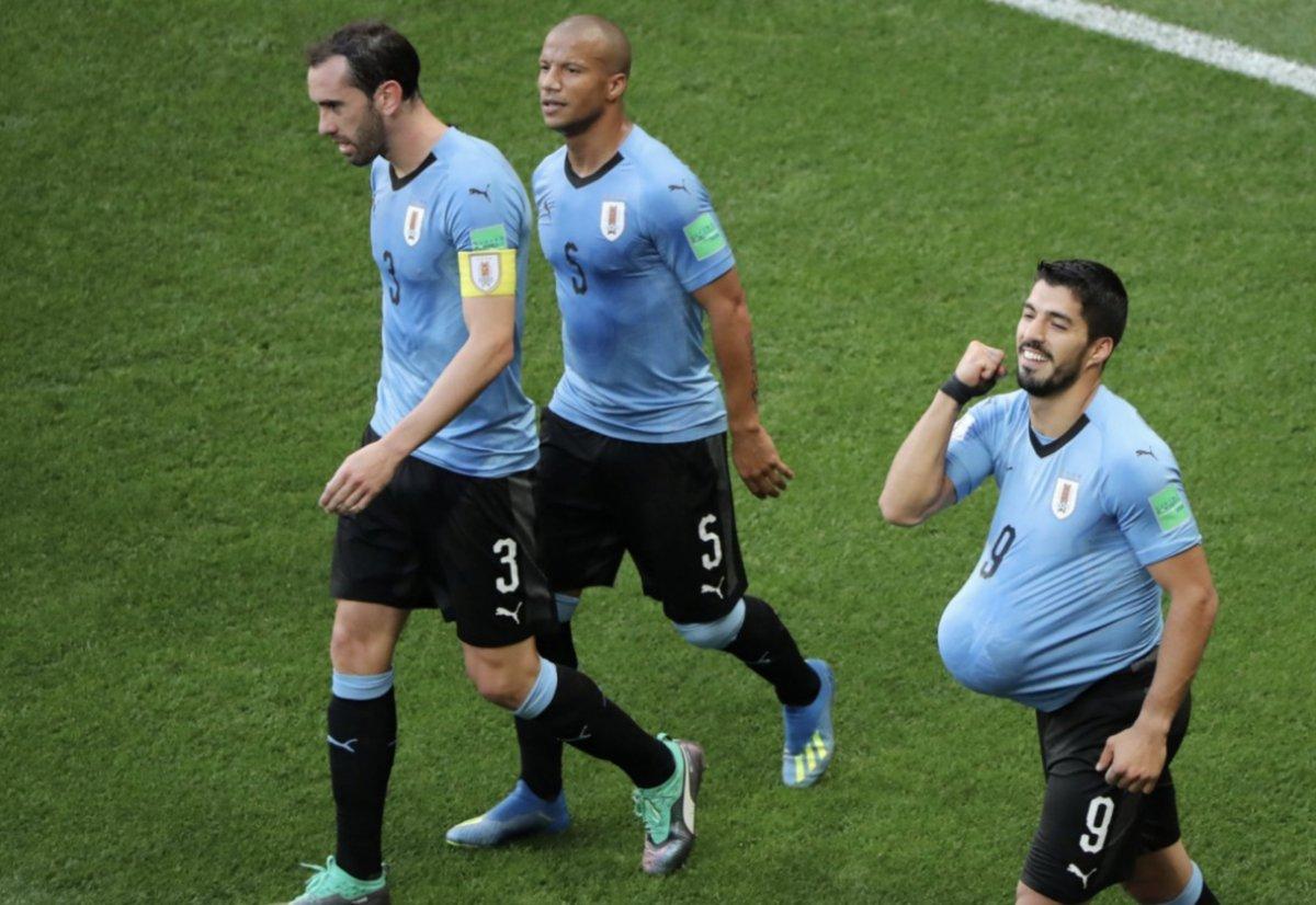 世界杯-苏亚雷斯百场进球乌拉圭半场暂1-0沙特