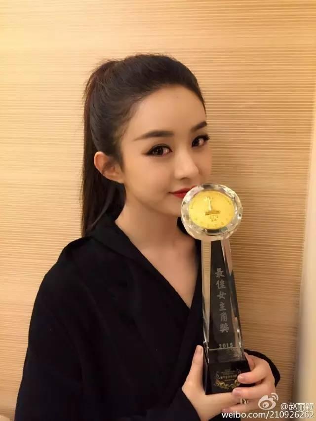 丽颖妹子也有短发齐刘海的造型图片