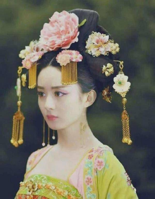 看脸的公主爱上了自家帅气六叔,为了皇后之位,不惜杀害父亲