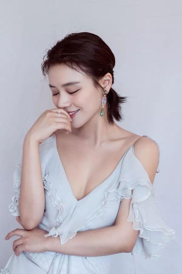 周迅刘雯成短发姐妹花,时髦精灵说的就是她!