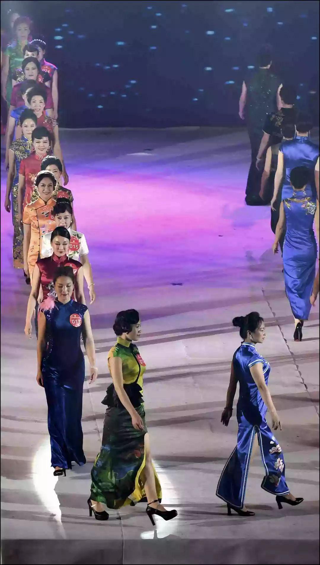 12月23日,保定市西高庄村葫芦丝队在排练《象脚鼓敲起的时候》.