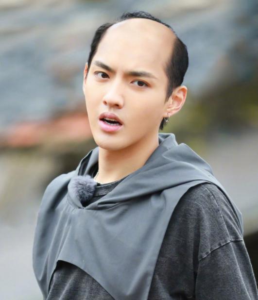 这个发型大部分明星都驾驭不了 但乡村爱情里的谢广坤却赢了