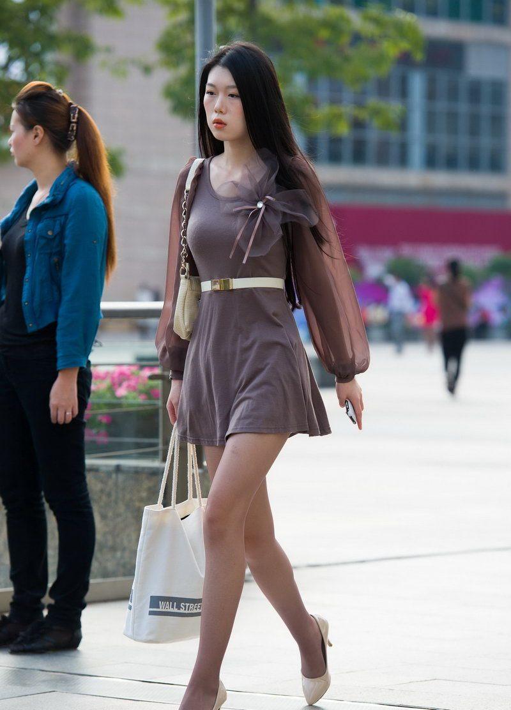蓝月帝国街拍:身材好的美女穿丝袜更漂亮