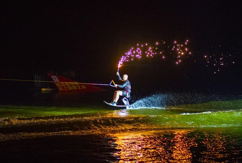 南国雪都炫动赤马极限上湖水之巅演出季做热气球新闻20178.31图片