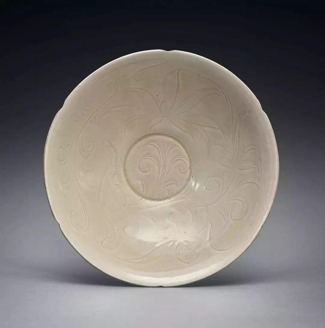 中华文明,历史悠久,陶器的应用从石器时代就开始了,后来经过朝代更迭,陶器也不断随之发展,直到东汉时期,才出现了真正意义上的瓷器,但中国历史上瓷器的鼎盛时期是直到宋代才出现的.