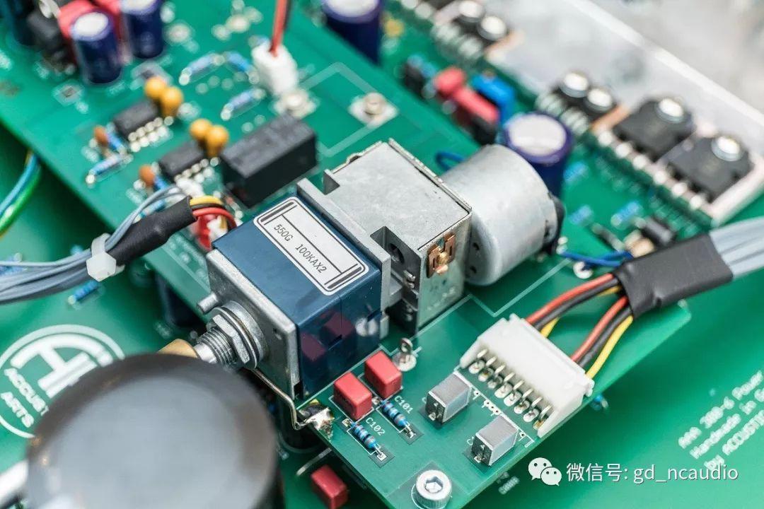 Power 1提供两组XLR和3组RCA输入,其中1组为bypass,也就是不经过音量控制,可连接家中的多声道环绕系统。 技术参数 Player 1 MK4 播放碟片:CD、CD-R、CD-RW 模拟输出阻抗:250(XLR)、150(RCA) 数字输出:175(S/PDIF-同轴)、12.0USB-B 输入格式:Hi-Res Audio 24Bit/192kHz(AIFF、ALAC、FLAC、WAV) DAC性能 24Bit/192kHz升频技术、DSD64(2.