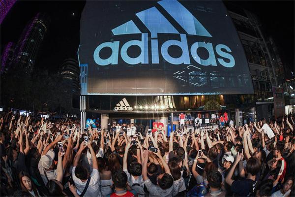 由我创造 阿迪达斯三里屯品牌中心在京焕新开启 同庆品牌中心十周年