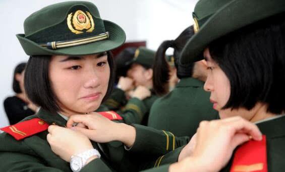 退伍军人征服女上�_女性,她们在退伍后很多都会进入到医院继续在医疗行业中工作,因为军人