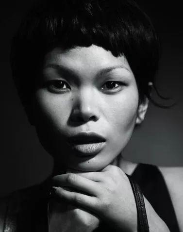40年40人 她19岁因丑成名,被称为 中国最丑超模 32岁从零开始,只为证明自己 搜狐文化 搜狐网
