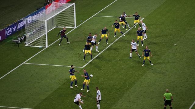 为德国队折服!莱因克尔重提经典语录:被罚下一人 德国XX又赢了