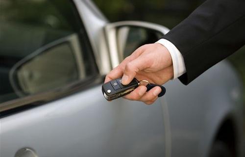 车钥匙丢了 或锁车里了怎么办