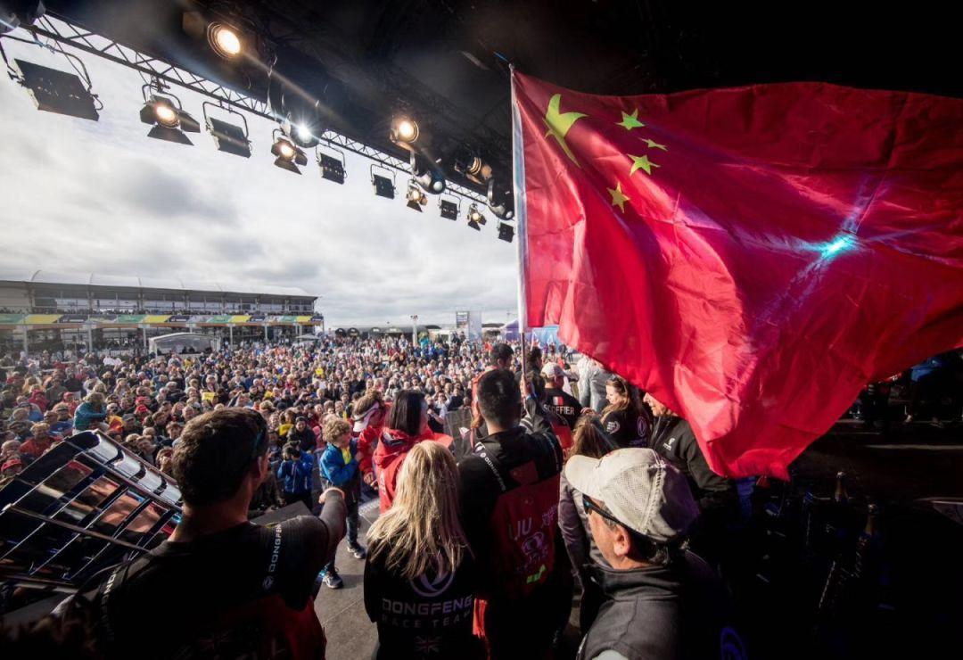 五星红旗因中国东风队飘扬在世界最高舞台!图片