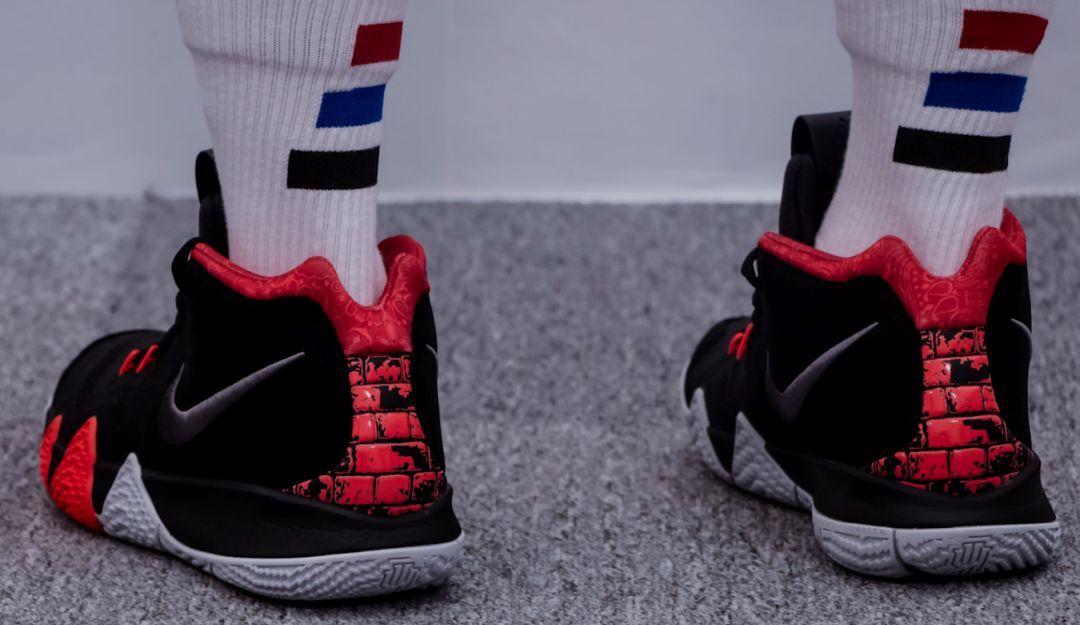 欧文4-黑红高光纪念版开箱上脚,学生党最爱的实战篮球图片