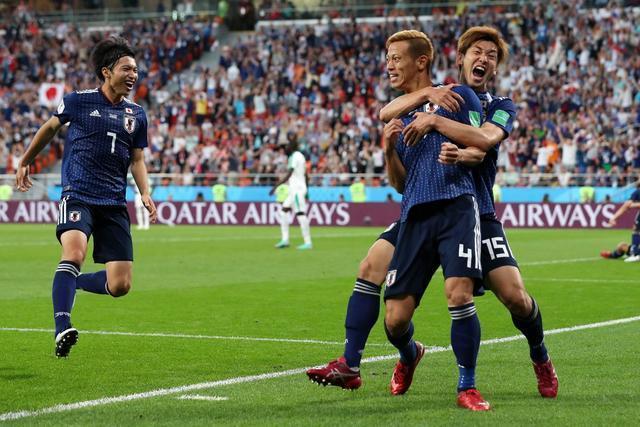 伯汇娱乐:女星也爱世界杯!苍井空深夜看球