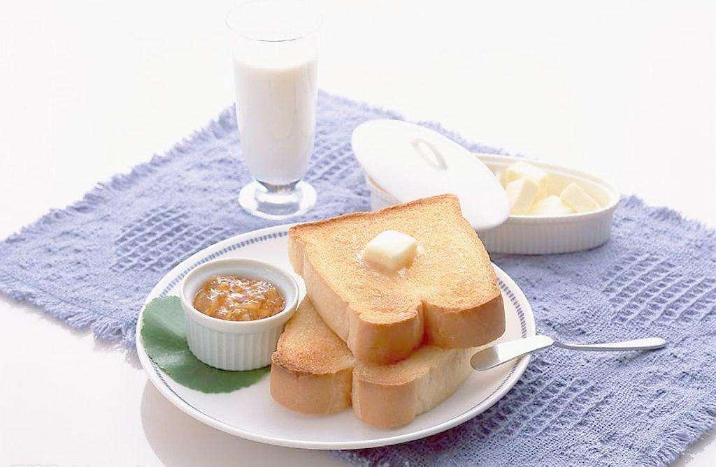 面包+牛奶,是營養充分的早餐嗎?