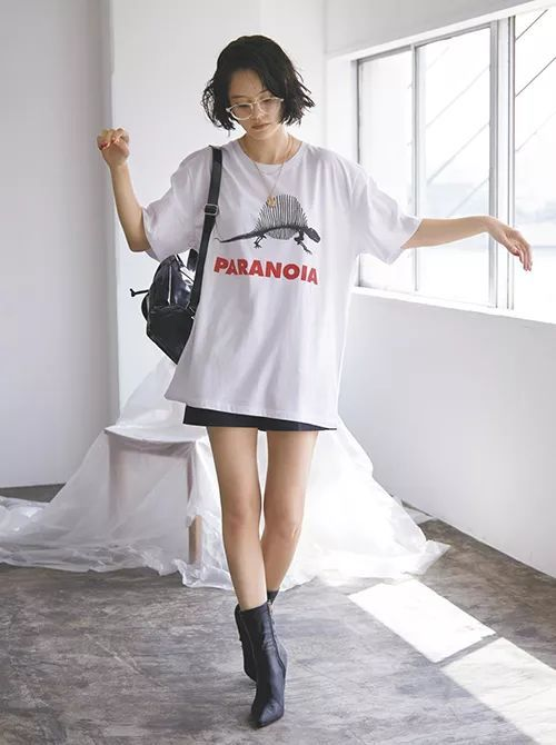 教大家白T穿搭中今年最流行的穿法