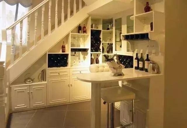 楼梯下方别浪费,这样设计感觉自己家又多了10平米!