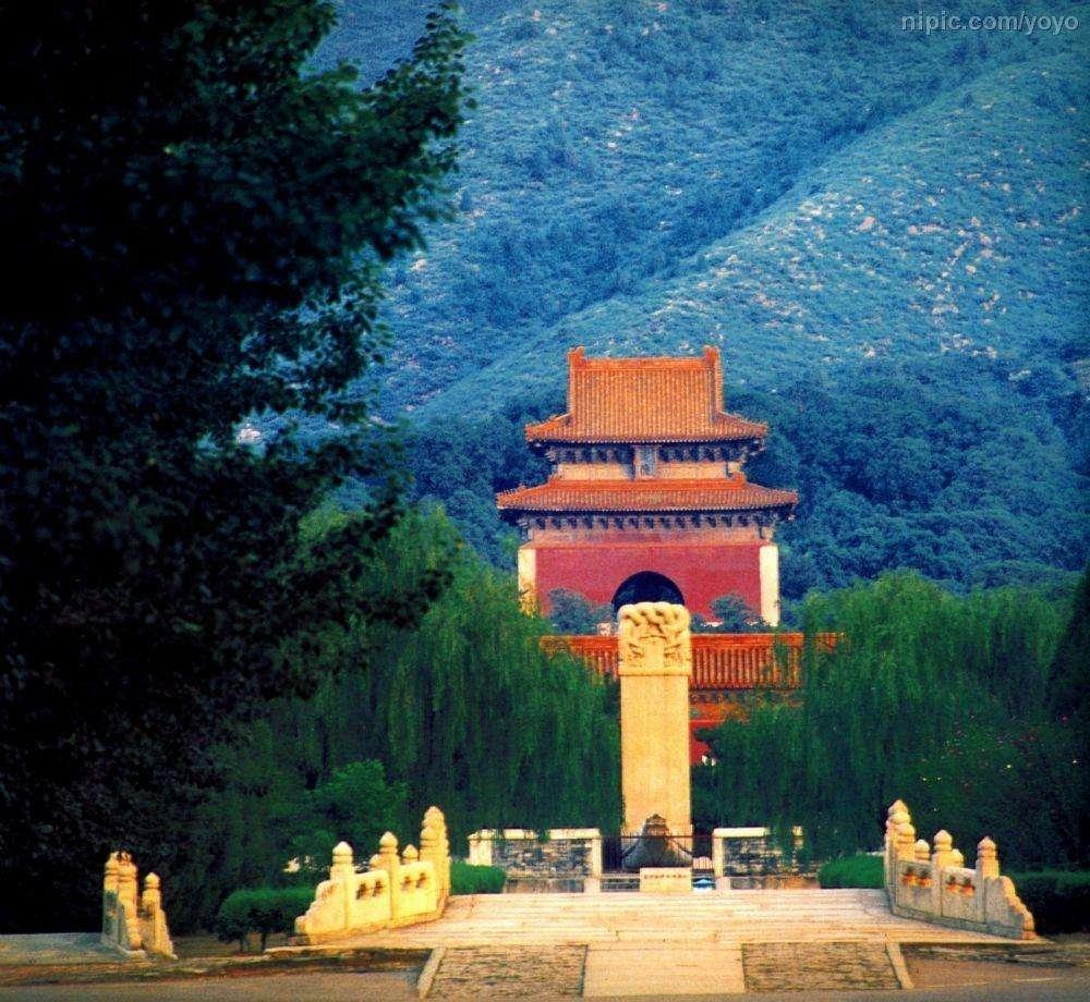 专家想解开百年谜团,执意挖掘北京这座陵墓,最终导致文物灰飞烟灭