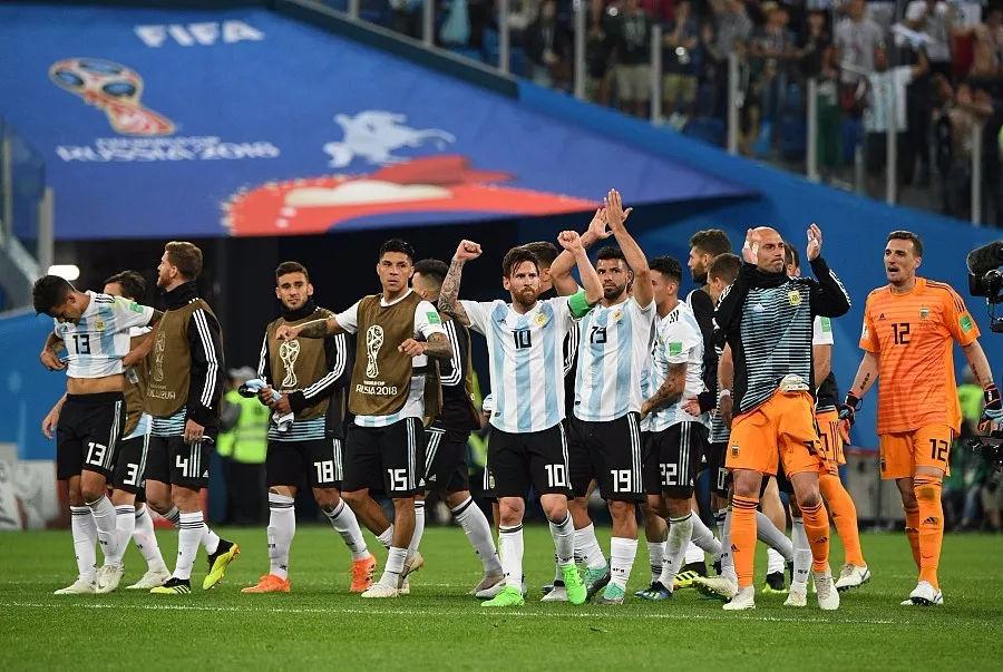 派上了最強的攻擊陣容,羅霍這球進的真漂亮,為阿根廷的進球歡呼.圖片