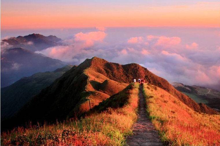 粤东第一高峰——梅州丰顺铜鼓峰,看全国最高的围龙屋