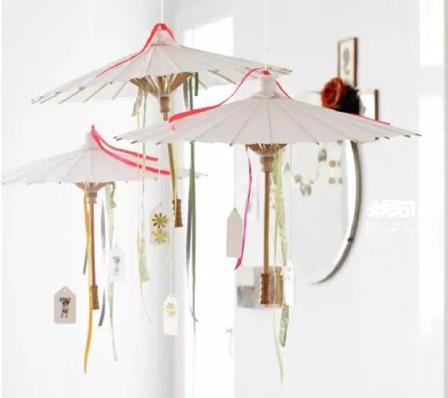 时尚 正文  一顶顶小朋友创意手绘的的雨伞,挂在幼儿园大厅或是室内外