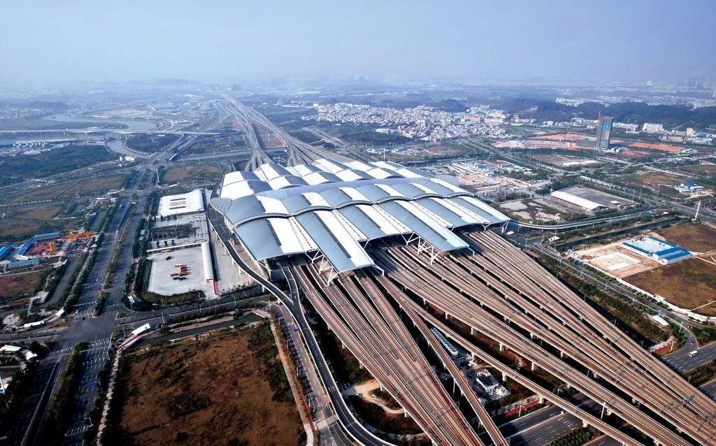 根据规划,未来广州将有十大火车站:广州站,广州东站,白云站(原棠溪站
