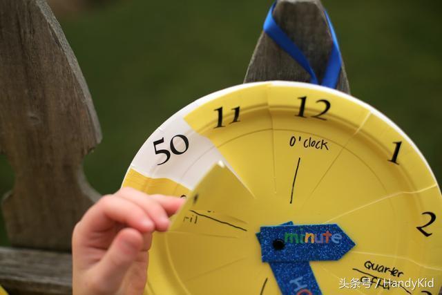 宝宝手工制作纸盘时钟步骤