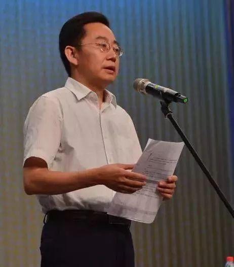 政务 正文  北京京剧院艺术家叶金援先生代表院外艺术家讲话.图片