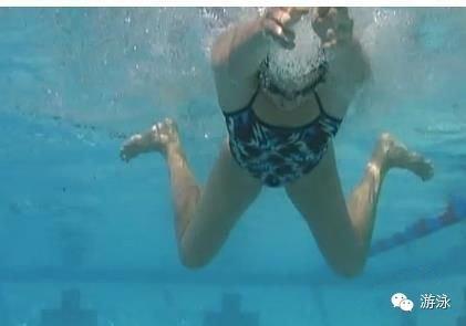 蛙泳腿的几种常见的错误方式(超全)