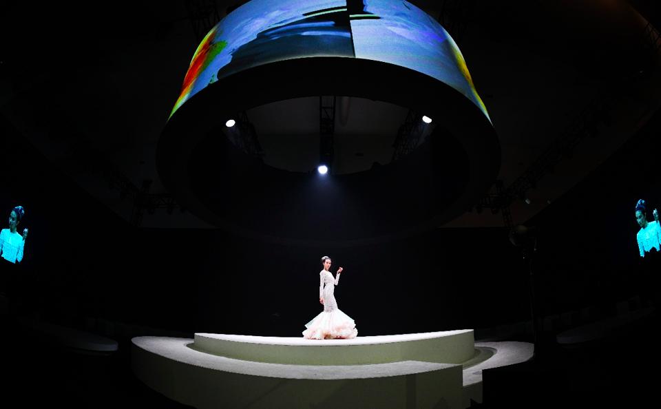 德国施华蔻型格由我 女神莫文蔚25周年演唱会绝色绽放