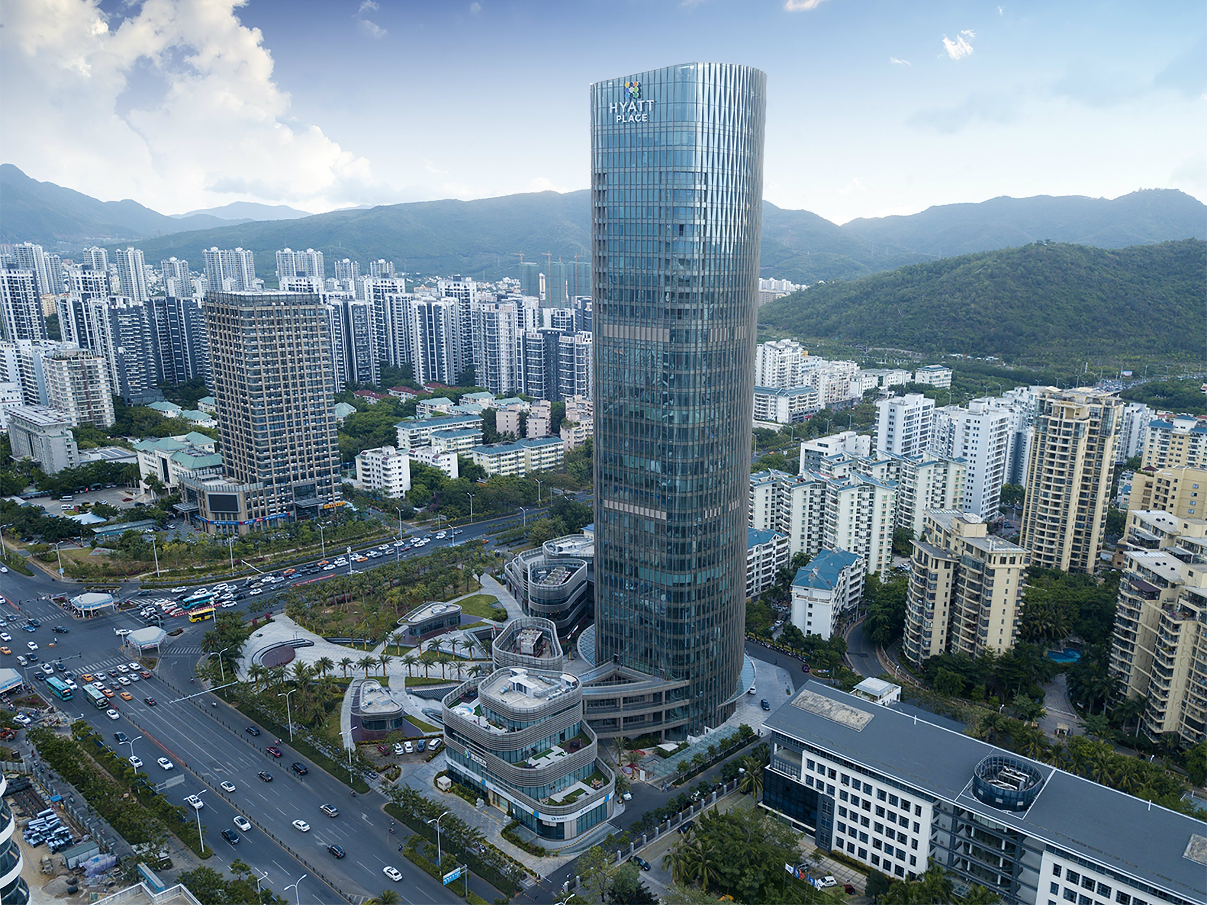 中心凯悦嘉轩酒店,坐落于三亚城央政务及金融商务区,轻松出行至城市